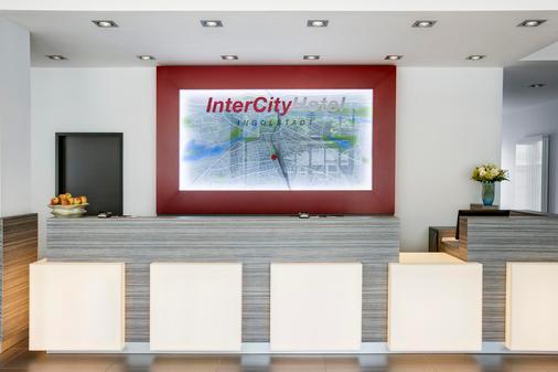 Intercityhotel Ingolstadt - Ingolstadt - Front desk