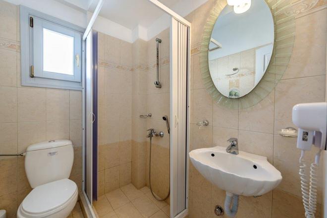 艾里諾恩西婭精品酒店 - 聖托里尼 - 菲羅斯特法尼 - 浴室