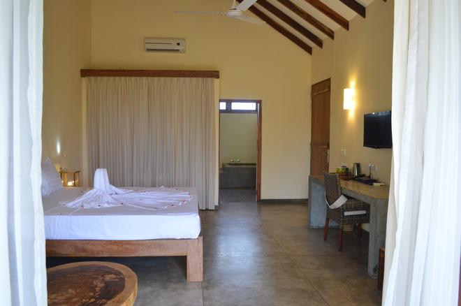 Giman Free Beach Resort - Kalkudah - Bedroom