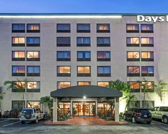 Days Inn by Wyndham Fort Lauderdale Hollywood/Airport South - Hollywood - Building