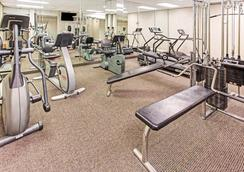 Days Inn by Wyndham Fort Lauderdale Hollywood/Airport South - Hollywood - Gym