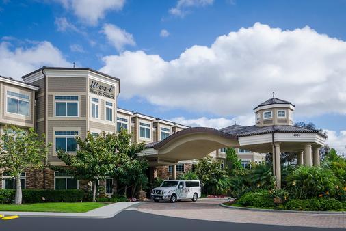 West Inn & Suites - Carlsbad - Building