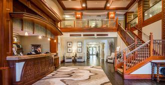 West Inn & Suites - Carlsbad - Front desk