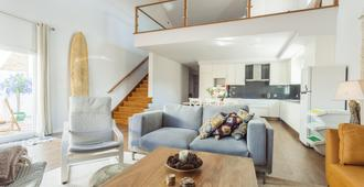 Moniz Surf Lodge - Peniche - Living room