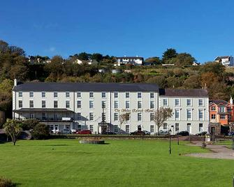 Walter Raleigh Hotel - Youghal - Building