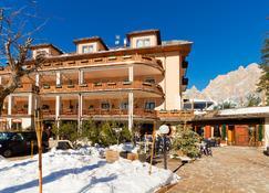 Boutique Hotel Villa Blu Cortina - Cortina d'Ampezzo - Bangunan