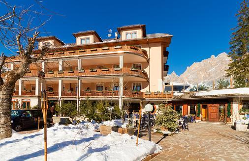 Boutique Hotel Villa Blu Cortina - Cortina d'Ampezzo - Rakennus