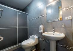Villa Sillar - Arequipa - Bathroom