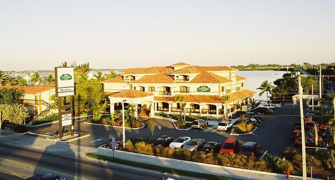 基韋斯特水濱萬怡酒店 - 西嶼 - 基韋斯特 - 建築