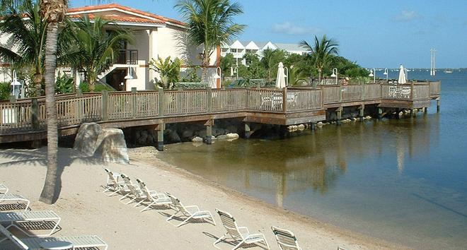 基韋斯特水濱萬怡酒店 - 西嶼 - 基韋斯特 - 海灘