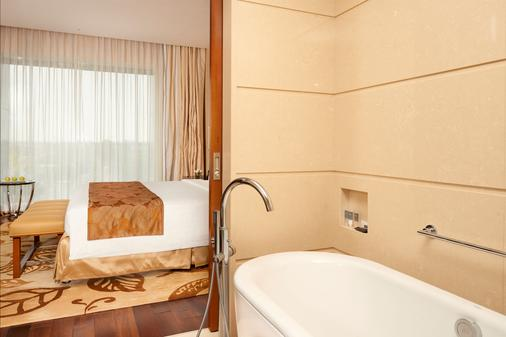 Courtyard by Marriott Kochi Airport - Kochi - Phòng tắm