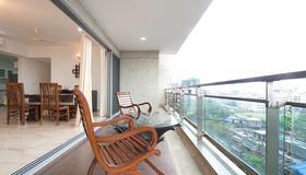 伊薩克公寓 - 孟買 - 陽台