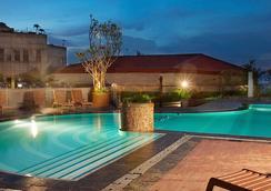 雅加達潘柯蘭必達卡拉大酒店 - 雅加達 - 南雅加達 - 游泳池