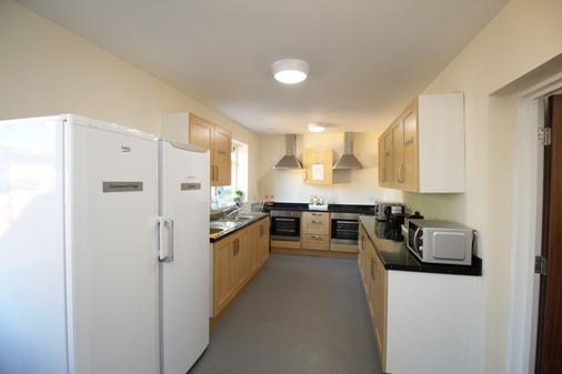 OYO Flexistay Addiscombe Aparthotel - Croydon - Kitchen