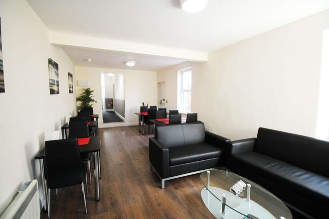 OYO Flexistay Addiscombe Aparthotel - Croydon - Living room