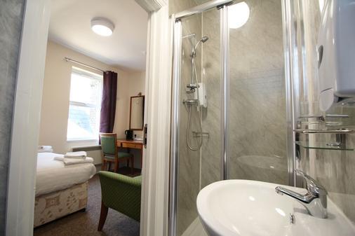 OYO Flexistay Addiscombe Aparthotel - Croydon - Bathroom