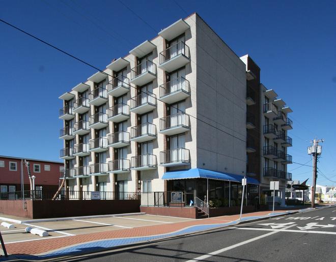 Newport Beach Resort - Wildwood - Building