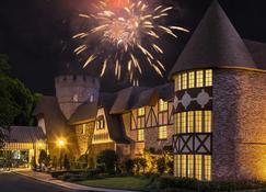 Anaheim Majestic Garden Hotel - Anaheim - Bâtiment