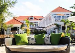 White Boutique Hotel & Residences - Sihanoukville - Strand