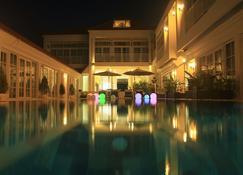 White Boutique Hotel & Residences - Krong Preah Sihanouk - Pool