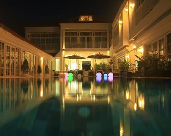 White Boutique Hotel & Residences - Sihanoukville - Pool