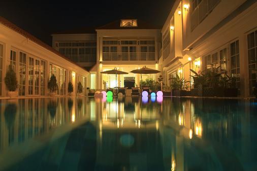 White Boutique Hotel & Residences - Sihanoukville - Pool