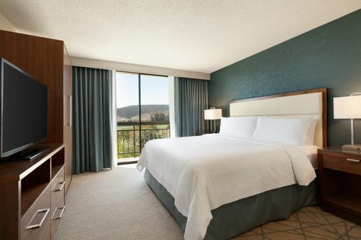 Embassy Suites by Hilton San Luis Obispo - San Luis Obispo - Bedroom