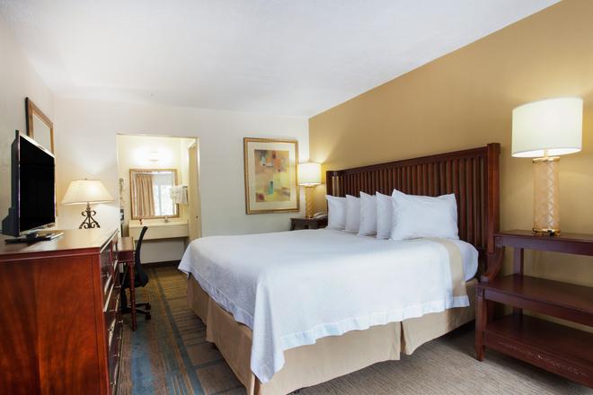 Days Inn by Wyndham Daytona Beach Speedway - Daytona Beach - Phòng ngủ