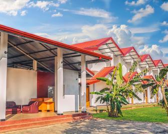 Rivonway - Giritale - Building