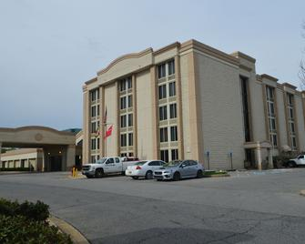 Red Lion Hotel North Baltimore - Lutherville Timonium - Building