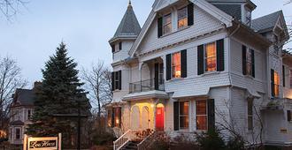 Lang House on Main Street Bed & Breakfast - Бёрлингтон