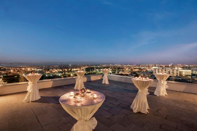 DoubleTree by Hilton Istanbul Topkapi - Istanbul - Rooftop
