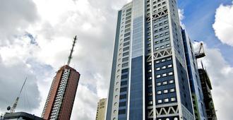 Berjaya Makati Hotel - Makati - Building