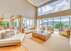 The Taaras Beach & Spa Resort - Redang - Living room