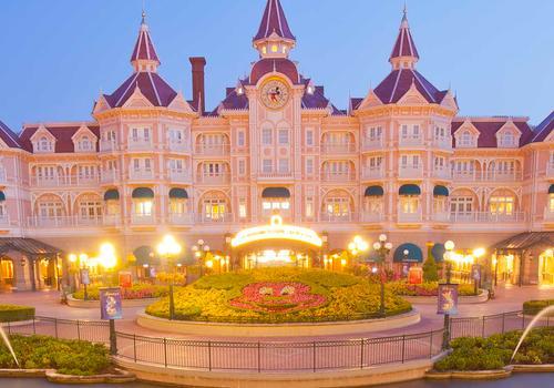 Disneyland Hotel Ab 427 838 Chessy Resorts Kayak