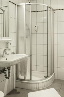 Hotel Laimer Hof Nymphenburg Palace Munich - Munich - Bathroom