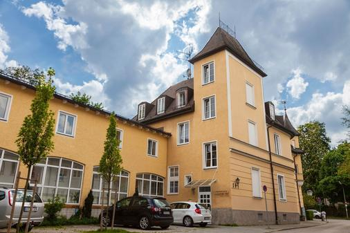 Hotel Laimer Hof Nymphenburg Palace Munich - Munich - Building