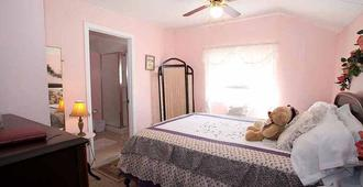 Tombstone Bordello Bed and Breakfast - Tombstone - Bedroom
