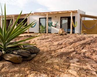 Good Feeling Hostel & Guesthouse - Vila do Bispo - Edificio