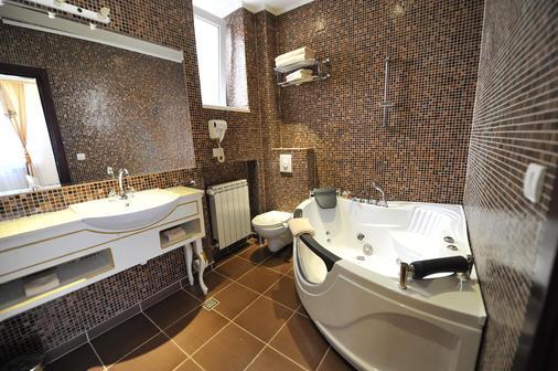 Queens Astoria Design Hotel - Belgrad - Kylpyhuone