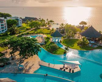 皇家桑給巴爾海灘度假村 - 式 - 南威 - 納恩戈薇 - 游泳池