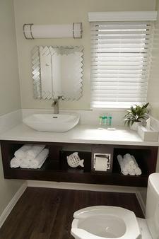 The Atwood - San Diego - Bathroom