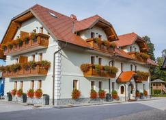 Pension Török - Lesce - Gebäude