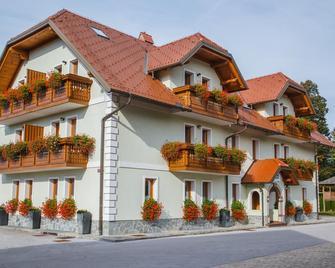 Pension Török - Lesce - Building