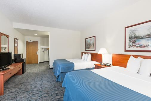Baymont by Wyndham Des Moines Airport - Des Moines - Bedroom