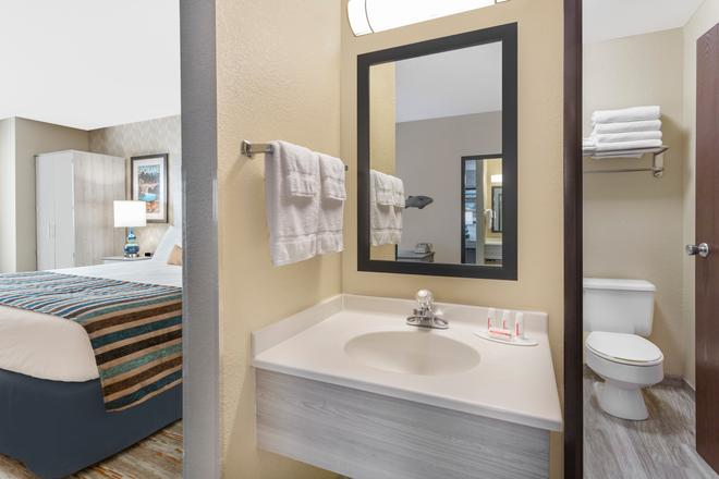 Baymont by Wyndham Spokane Valley - Spokane - Bathroom