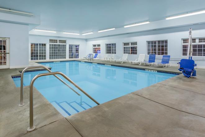 Baymont by Wyndham Spokane Valley - Spokane - Pool