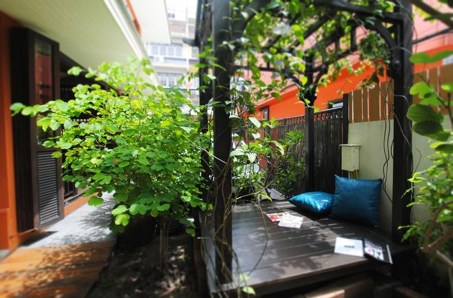 Focal Local Bed and Breakfast - Bangkok - Hàng hiên