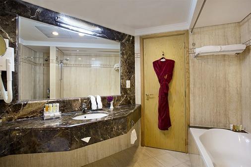 City Seasons Hotel Dubai - Dubai - Bathroom