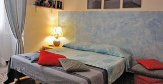 B&B Blue Home - ג'נואה - חדר שינה